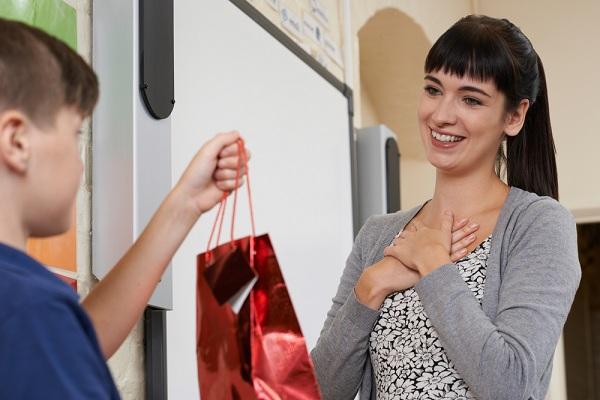 Milyen ballagási ajándékot érdemes adni egy tanárnak?