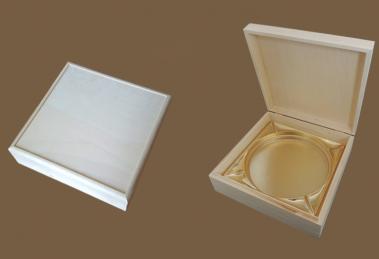 fa tortatartó doboz
